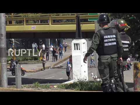 Venezuela: National Guard staves off protesters' charge on Supreme Court in Caracas