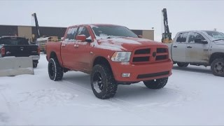 Video Red Dodge RAM 1500 In The Snow download MP3, 3GP, MP4, WEBM, AVI, FLV Juli 2018