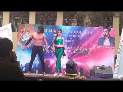 Aise na mujhe tm dekho ....fashion show in delhi university