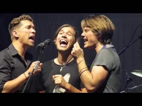 Hanson - Too much heaven (Bee Gees cover Live in Auckland - New Zealand)