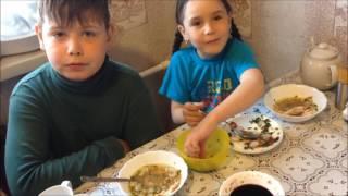 Жизнь МНОГОдетной семьи ВЛОГ: Первый урожай \ Данька зазнался \Нас ПРОГНАЛИ с гироскутером