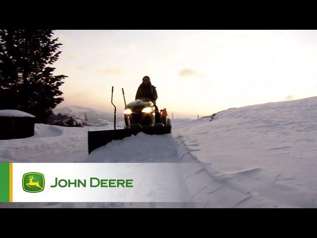Tondeuse autoportée John Deere dans la neige