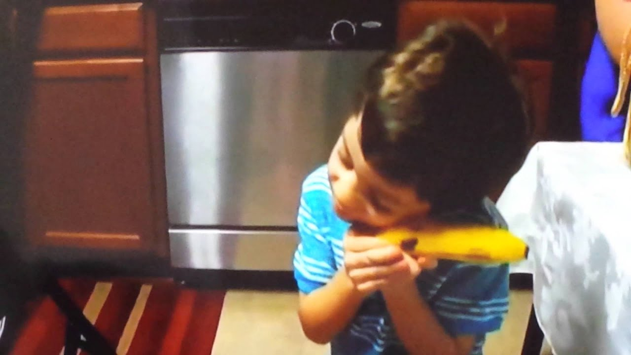 2-Year-Old Boy Is Thrilled to Get a Banana For Christmas | Inside ...
