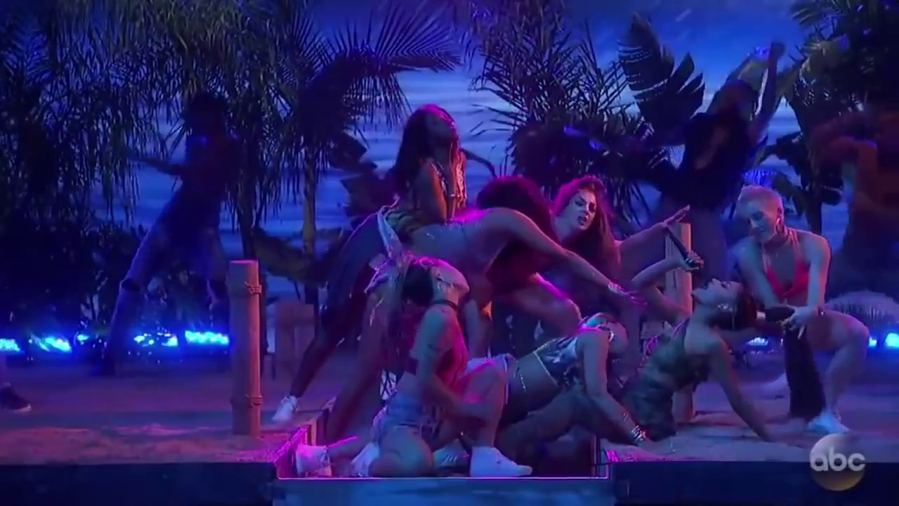 Download Ariana Grande ft  Nicki Minaj  Side To Side Live at the AMAs 2016