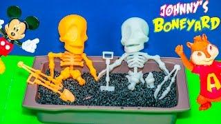 JOHNNY BONEYARD Game Mickey Mouse Play Alvin and the Chipmunks in Johnny Boneyard Game Toy Unbocing