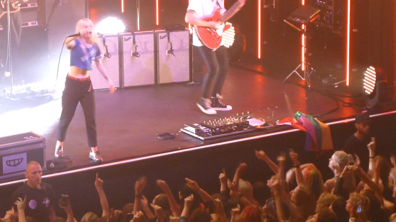Paramore Ain't It Fun - Live 013 Tilburg 2017 - YouTube Paramore Amsterdam