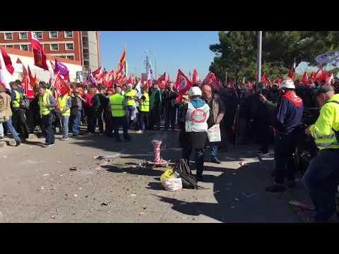Unos 500 ponteses participan en la protesta de trabajadores de Endesa en Madrid