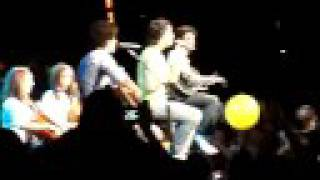 Jonas Brothers -Kevin Kicking Balloon Burning Up Concert  8/15/08 Bflo - Gotta Find You