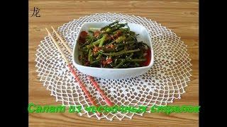 Салат из  чесночных стрелок (胡辣蒜苔). Salad with garlic scapes. Chinese food.