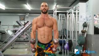 видео Подъем перед собой гантелей: техника выполнения упражнения