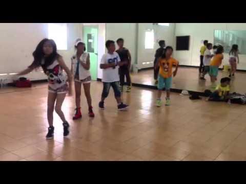 Umay Shahab - Latihan dance
