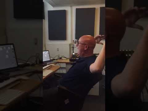 Stephan Bodzin Typical day in the studio (HE COMES!!!)