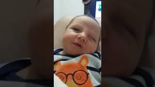Eduardo    😊😊☺ com 1 semana de vida ouvindo  the beatles muito amor 😍😍😙