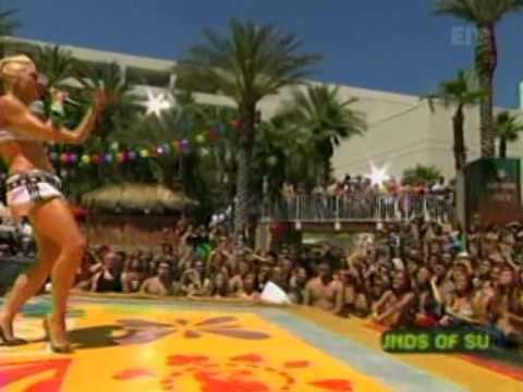Gwen Stefani - Hollaback Girl [Live MTV TRL 30.05.2005]