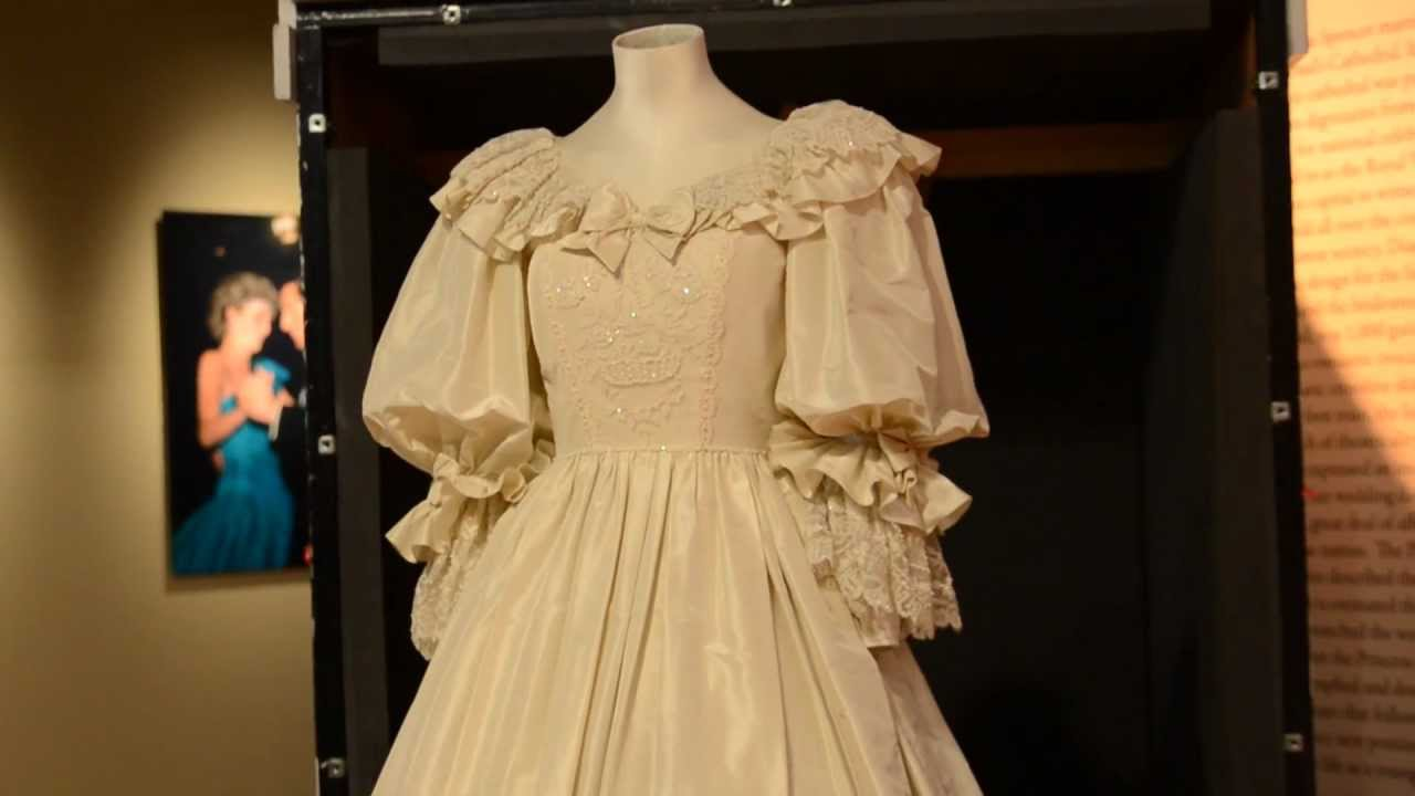 Princess Diana39s Wedding Dress At The Frazier Museum YouTube