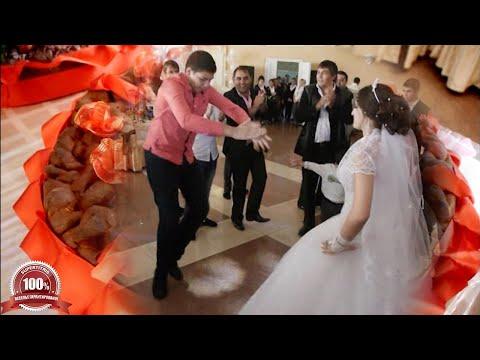 Как цыгане танцуют на свадьбе. Ленивым не смотреть!