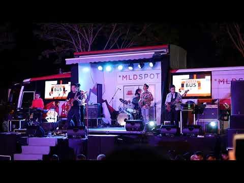 Rendy Pandugo - I Don't Care (Live At MLD Bus Jazz) Surabaya