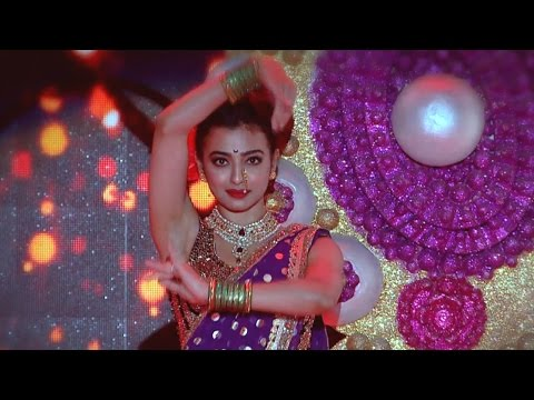 Vanitha Film Awards 2017 l Radhika Apte with springy steps..!  l Mazhavil Manorama