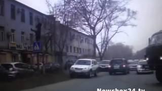На Снеговой военный КАМАЗ «забодал» внедорожник(, 2016-03-30T06:47:19.000Z)