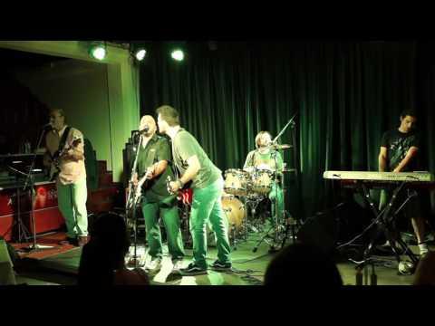 3 and the Cuckoo/Black Strat Band at the Aquarius Restaurant Canal d'Amour, Sidari Honky Tonk