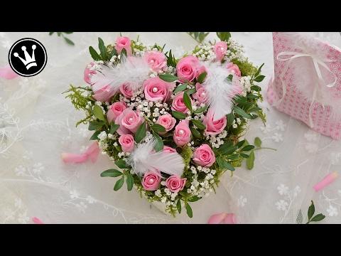 DIY – Valentinstag Geschenk I Rosenherz aus einer Pralinenschachtel I Blumengesteck selber machen