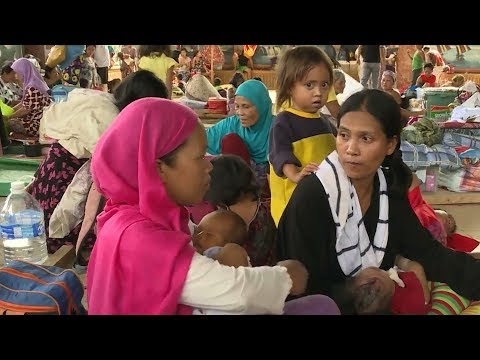 Thousands flee from fighting in southern Philippines city Marawi