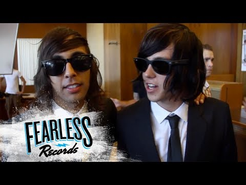 "Pierce The Veil - Behind The Scenes of ""King For A Day"""