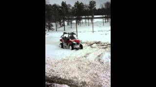 rzr doughnuts in the snow tearing up the yard