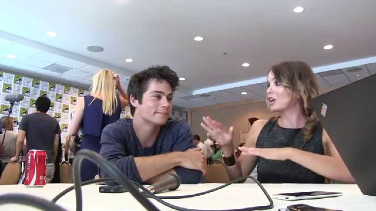 Yah Chats With Teen Wolfs Dylan Obrien And Shelley Hennig At Comic
