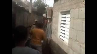 Repeat youtube video VECINOS SE ENTRAN A MACHETAZOS