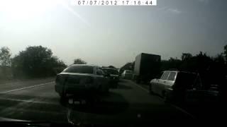 ДТП Трасса Москва-Симферополь с дибилами рядом.(, 2012-07-08T06:45:43.000Z)
