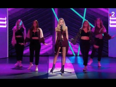"""Julia chante """"SEXTO"""" pour la première fois à la télé"""