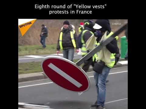 """Eighth Round of """"Yellow Vests"""" Protest"""