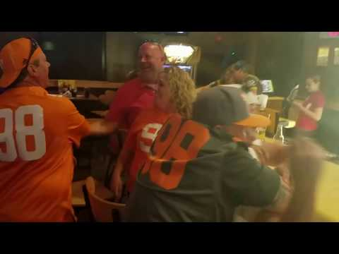 Tennessee Volunteers win on HAIL MARY!!!! Buffalo Wild wings reaction!!