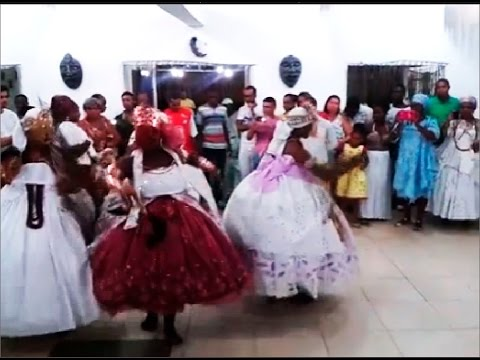 Orixás Iansã Oya candomblé dando rum em Xirê completo