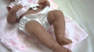 Poupée bébé fille reborn Llorens Sarah - poupon réaliste