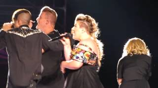 Kelly Clarkson singing Heartbeat Song with Pentatonix in Hershey, PA