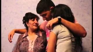 Азербайджанская невеста покидает родительский дом.