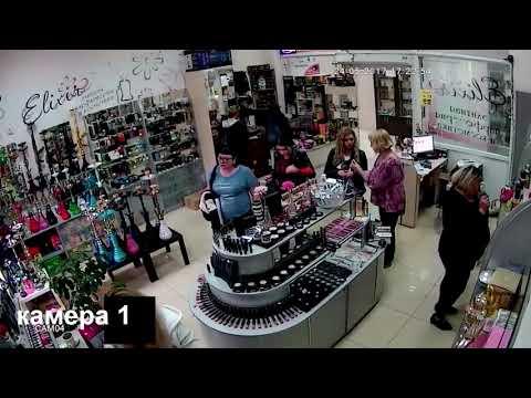 мамы и дочки воруют в магазине косметику