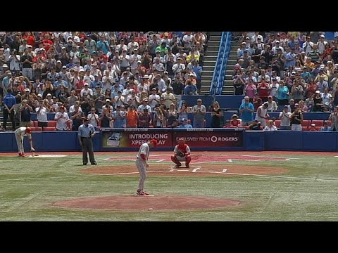 Doc gets standing ovation from Blue Jays fans in 2011