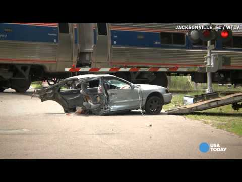 Thumbnail: Video shows Amtrak train slice car in half