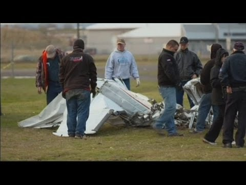 Skydivers survive plane crash in Wisconsin, USA
