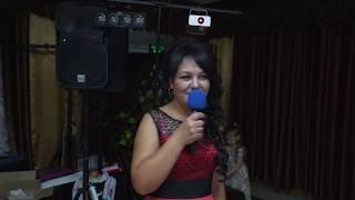 Мама поёт на свадьбе дочке .