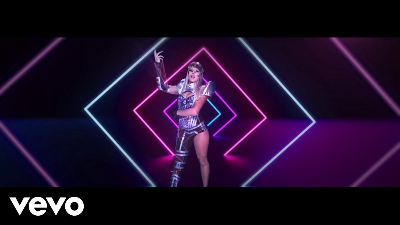 Danna Paola, Sebastián Yatra - No Bailes Sola