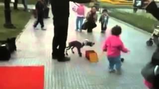 ¡¡IMPRESIONANTE!! - Hombre controla marioneta como si fuese real