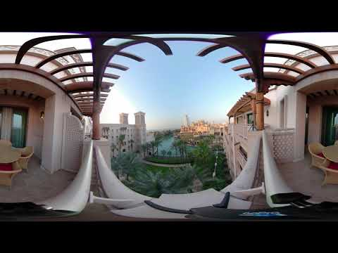 360 views of the Madinat Jumeirah Al Qasr in Dubai with stunning canal views.