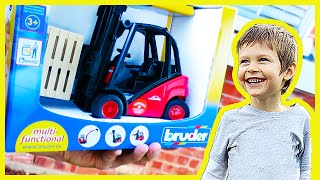 Bruder Toy Forklift Surprise and Shoutout Show