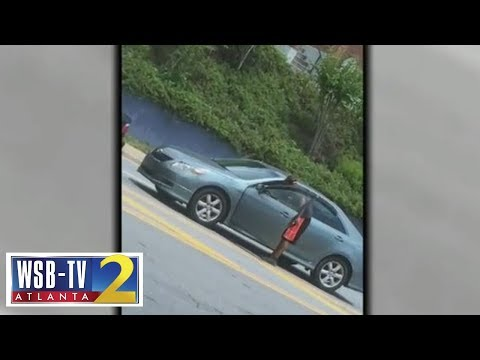 ATL News - Watch: Driver Gets Out of His Car and Slaps Another Driver!