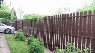 видео Забор из штакетника