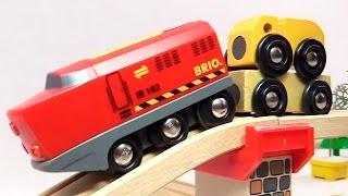 игрушечные поезд и разноцветные машинки - развивающие видео для самых маленьких(Развивающий мультфильм для детей от года. В этом видео игрушечный поезд будет ездить до деревянным рельсам..., 2014-11-29T14:19:03.000Z)